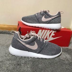 Nike Rose Roshes